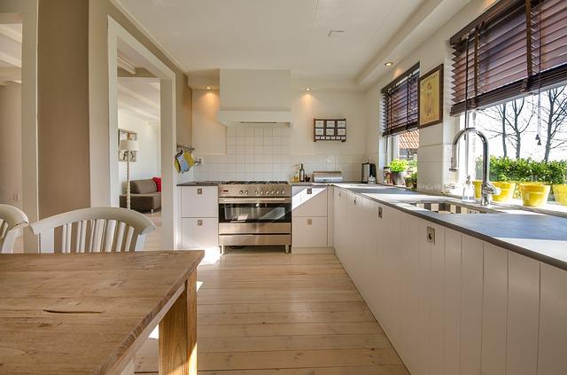 nová prostorná kuchyň