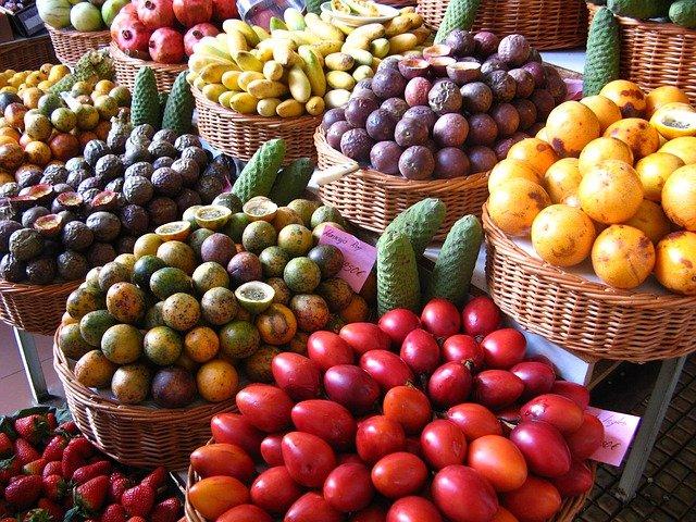 trh s exotickým ovocem