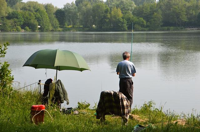 rybář u jezera.jpg