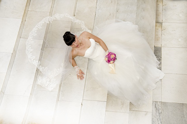 nevěsta na schodech